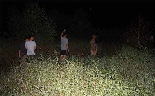 Hàng trăm người vào rừng truy tìm nghi can vụ thảm án