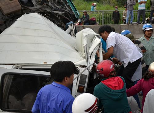 5 ôtô tông liên hoàn trên cầu Phú Mỹ, một người tử vong