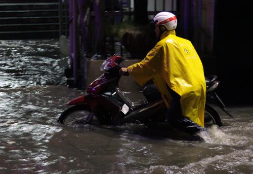 Sài Gòn lại ngập trong mưa lớn