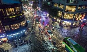 Những cảnh ngập kinh hoàng ở các tỉnh thành sau trận mưa lịch sử