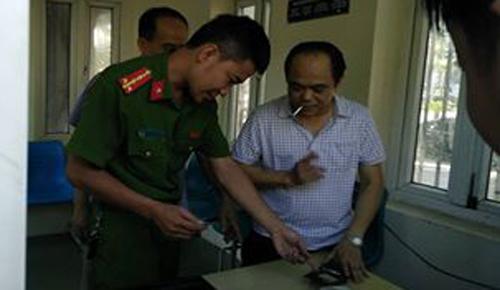 Giám đốc say rượu phi xe vào cổng UBND tỉnh Thanh Hóa bị phạt 17 triệu