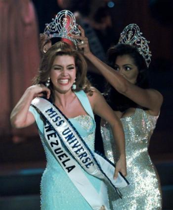 Hoa hậu bị Trump gọi là lợn lên tiếng về cuộc tranh luận của hai ứng viên