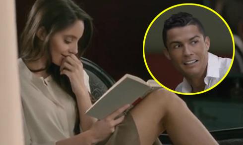 Ronaldo méo mặt khi cởi áo tán tỉnh cô hàng xóm