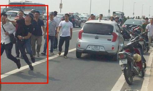 Công an Hà Nội: Khiển trách cảnh sát 'gạt tay trúng má nhà báo'