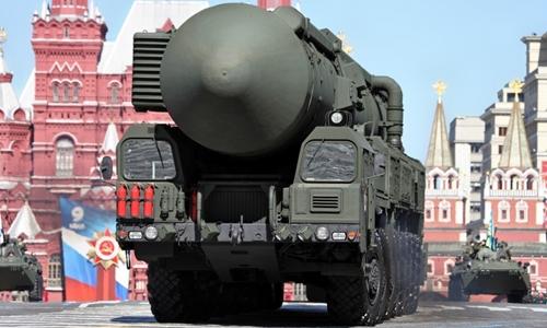 Tên lửa đạn đạo mang đầu đạn hạt nhân Nga trong lễ duyệt binh tại Quảng trường Đỏ. Ảnh: National Interest.