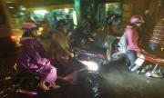 Cộng đồng chia sẻ ảnh, video Sài Gòn ngập trong biển nước