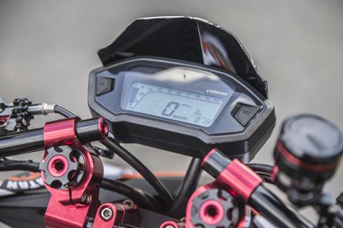 Đồng hồ tốc độ LCD.