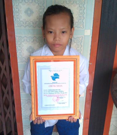 Ngọc Điểm nhận giải thưởng cuộc thi Sáng tạo thanh thiếu niên nhi đồng huyện