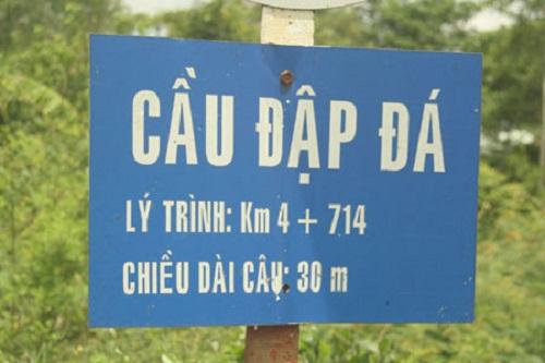 Cây cầu với tên gọi độc này nằm ở tỉnh Bình Định.