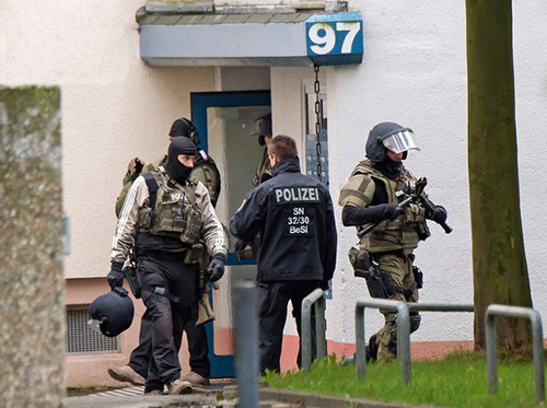 Cảnh sát phát hiện thuốc nổ và đai bom trong một căn hộ ởthành phốChemnitz, phía đông Đức, vào sáng 8/10