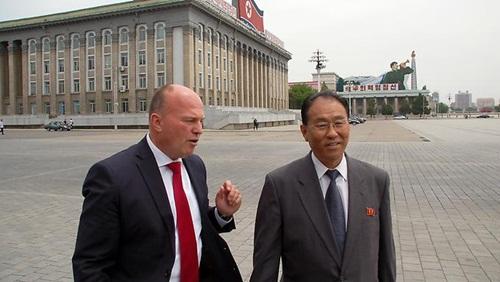 Thứ trưởng Ngoại giao Triều Tiên Kung Sok-ung (phải). Ảnh: