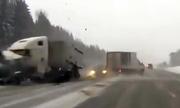 Những tai nạn khiến bạn sẵn sàng nhường xe tải