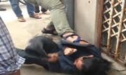 Kẻ nghi trộm xe máy chắp tay than khóc vì bị dân đánh hội đồng