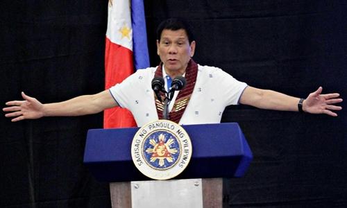Tổng thống Duterte nói sẽ làm bẽ mặt những người cáo buộc ông. Ảnh minh họa: Independent.