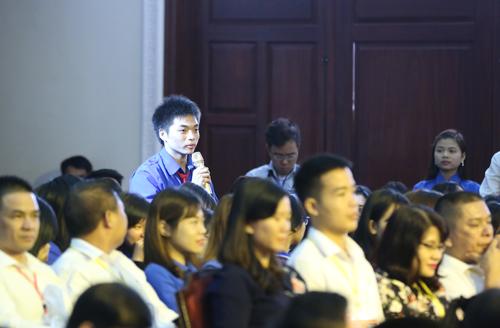 Sinh viên chính trị hỏi Thủ tướng cách khởi nghiệp