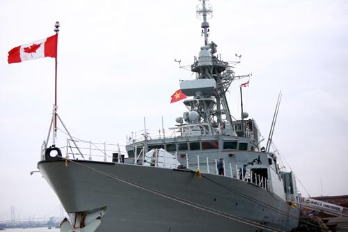 Chiến hạm của Hải quân Canada đến cảng Sài Gòn