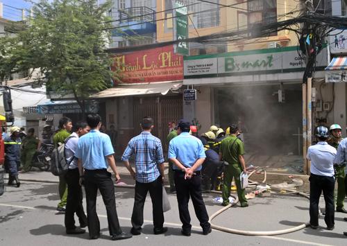 Cháy siêu thị mini ở Sài Gòn, nhiều người tháo chạy