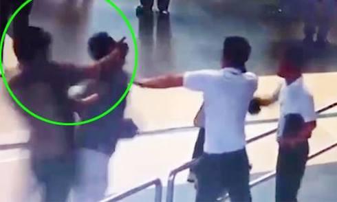 Thanh niên giải cứu nữ nhân viên sân bay bị xem xét 'tội' gây rối?