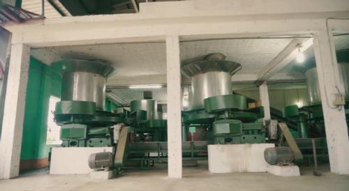 Trang thiết bị hiện đại trong nhà máy sản xuất chè giúp giảm sức người, tăng năng suất. Ảnh: bizmedia