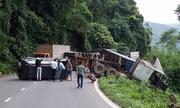 6 người kêu cứu trong ôtô bị container tông trên đèo Bảo Lộc