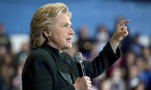Bà Clinton chỉ trích ông Trump là mối đe dọa cho nền dân chủ Mỹ. Ảnh minh họa: AP.