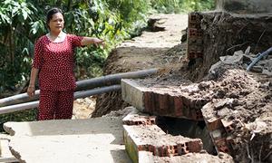 Gần chục căn nhà có nguy cơ sạt xuống sông Đồng Nai