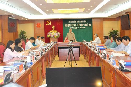 Nguyên Bộ trưởng Vũ Huy Hoàng bị đề nghị cảnh cáo