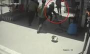Hai nữ nhân viên dùng ghế chống trả nữ côn đồ náo loạn bến xe Vinh