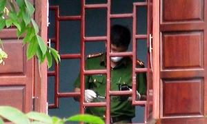 Cảnh sát tìm dấu vết trong căn biệt thự có hai mẹ con tử vong
