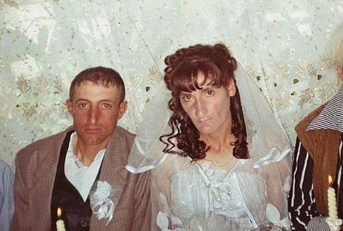 Cô dâu chú rể chung một nỗi lòng.