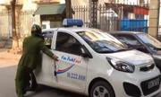 Tài xế taxi lùi xe chống đối cảnh sát rồi bỏ chạy