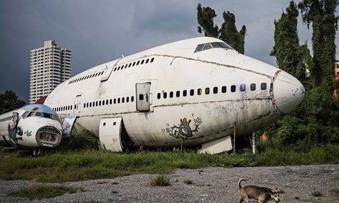 Xóm nghĩa địa máy bay ở Thái Lan