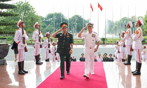 Đô đốc Harris hôm quachuyến thăm Hà Nội vàgặp mặt Trung tướng Phan Văn Giang