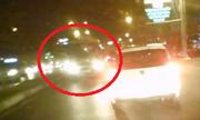 Xe điên ngược chiều gây tai nạn, tài xế bị đánh nhập viện