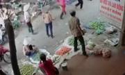 Chém bạn nhậu gục giữa chợ, đám đông hoảng loạn