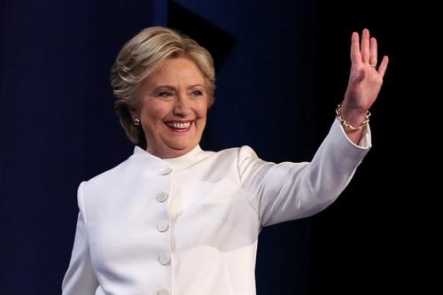 Bà Clinton đang giữ ưu thế trước ông Trump trong cuộc bầu cử tổng thống Mỹ. Ảnh: Reuters.