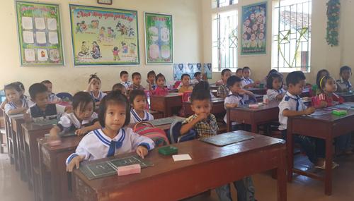 Hơn 400 học sinh, giáo viên sống chung với kho thuốc trừ sâu cũ