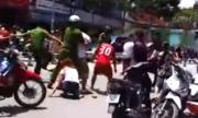Phụ huynh, học sinh đánh nhau náo loạn trước cổng trường