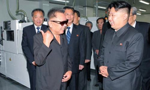 Ông Kim Jong-il và nhà lãnh đạo Triều Tiên năm 2011. Ảnh: AFP.