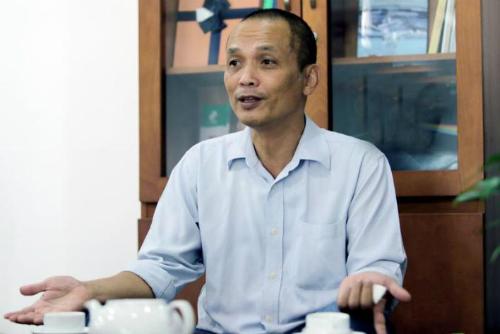 Là người có nhiều năm lăn lộn trong môi trường kinh doanh lẫn giáo dục, tiến sĩ Nguyễn Thành Nam cho rằng đặt câu hỏi là một trong những cách giúp sinh viên tiến bộ nhanh.