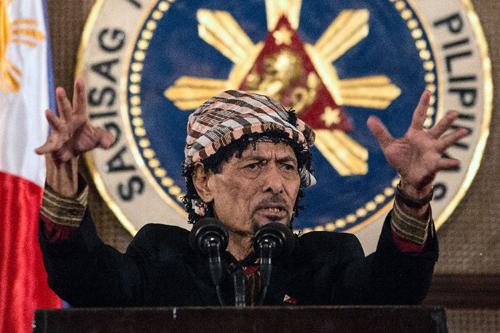 Thủ lĩnh MNLFNur Misuari phát biểu tại dinh tổng thống ở Manila hôm nay. Ảnh: AFP