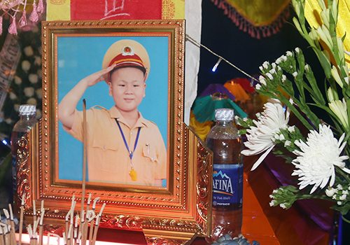 benh-nhiuoc-mo-lam-canh-sat-truyen-cam-hung-cho-cong-dong-1