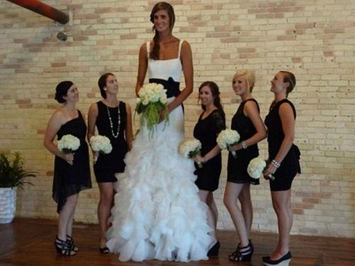 Trở thành cô dâu cao nhất trong hôn lễ.