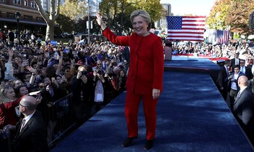 Hillary Clinton trong ngày vận động tranh cử cuối cùng. Ảnh: CNN.