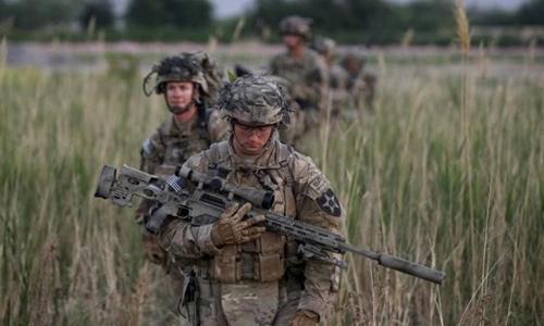 Lính Mỹ trong một cuộc tuần tra ở Afghanistan. Ảnh: Reuters.