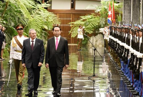 Chủ tịch nước Trần Đại Quang vàChủ tịchRaul Castro Ruztronglễ đón chính thức tại Cung Cách mạng ở thủ đô La Habana hôm qua.