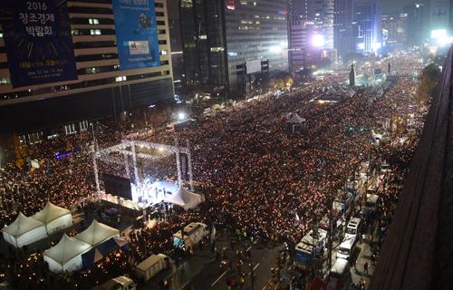 các nhà tổ chức cho hay có500.000 người đã tham gia biểu tình tối nay. Ảnh: Reuters