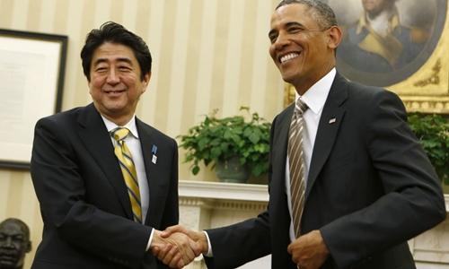 Tổng thống Mỹ Barack Obama (phải) và Thủ tướng Nhật Bản Shinzo Abe. Ảnh: Reuter.