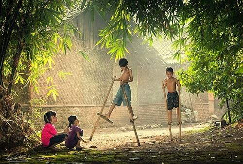 Những chiếc cà kheo gắn liền với tuổi thơ những người ở quê.