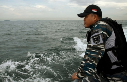 tiep-tuc-tim-kiem-15-nguoi-mat-tich-do-chim-tau-o-indonesia